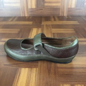 CLARKS ARTISAN Leather Mary Jane Comfort Slip On